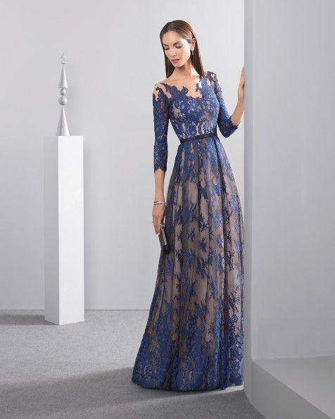 Langes, fließendes Kleid aus Spitze mit U-Boot-Ausschnitt und französischen Ärmeln, in Marineblau.