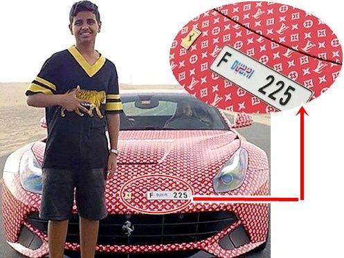 Filhinho de Papai Faz Ferrari Ostentação Em Dubai, o filho de um bilionário, um filhinho de papai, com 15 anos de idade, faz a sua Ferrari um modelo de Ostentação ao cobri-la com logotipo da Louis Vuitton! https://rapidino.blogspot.com.br/2017/08/filhinho-de-papai-faz-ferrari-ostentacao.html #Dubai #Ferrari #FilhinhodePapai #Fashionista #Ostentação #Logotipo #Vídeo