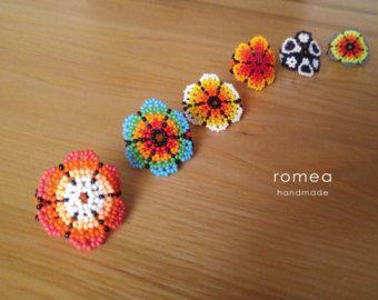 Anillos hechos a mano con chaquiras- Arte Huichol - Made in Mexico - Joyería - Romea Accesorios - Colores. - Diseño Flor