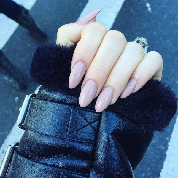 Everyone from It girls like Caroline Vreeland to megastars like Rihanna have been sporting long, high-gloss acrylic nails as of late. To make the '90s look feel modern, these trendsetters are opting for an oval or slightly pointed nail.