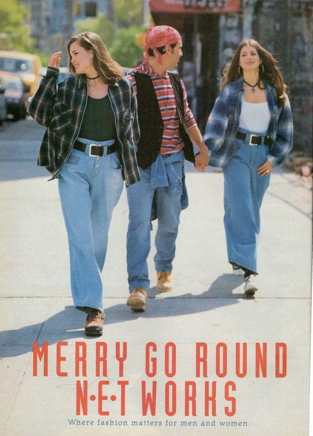 Os anos 90 ficaram marcados pela ideia de vários estilos...várias subculturas da moda herdados dos anos 80, mas um quanto mais refinadas. Neste caso estão visiveis as roupas baggy... calças largas acompanhadas por camisas de flanela