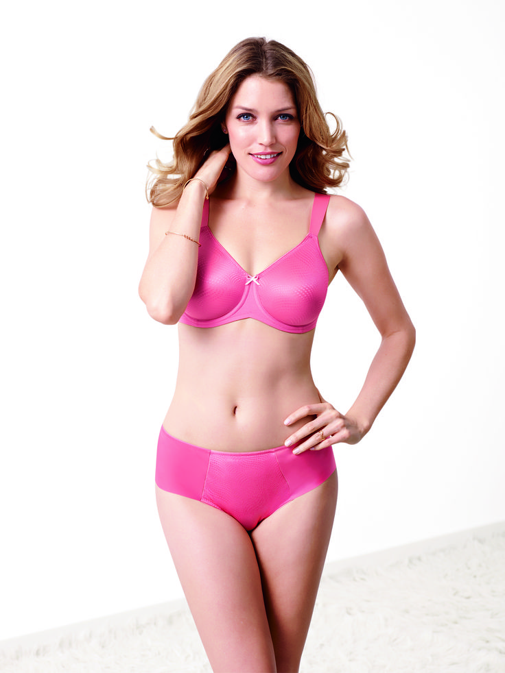 For optimum fit and support, and a colour which is also on-trend. Photographed: Essential Minimizer bra in Strawberry