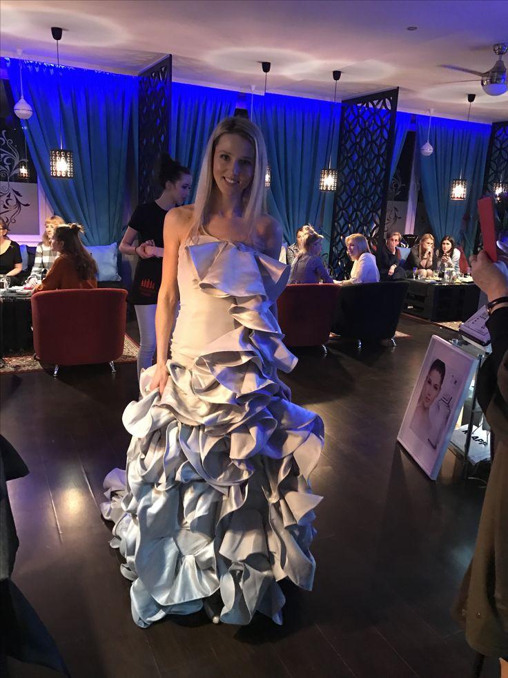 be like a model 😻 beautiful dress