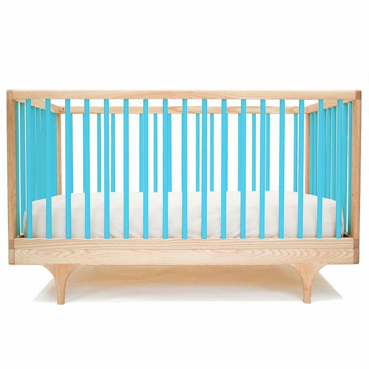 """Dit moderne baby bed staat prachtig in elke kinderkamer en mooi in combinatie met de """"caravan dresser"""" . Alle kindermeubeltjes van Kalon Studios worden met de hand gemaakt waardoor de leveringstermijn +-6 weken bedraagt."""