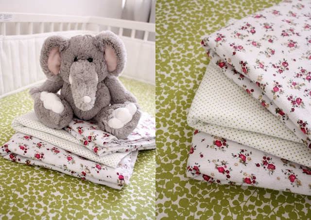 super easy swaddling blanket tutorial: Diy Swaddle, Simple Swaddle, Swaddle Blankets, Sewing Projects, Blankets Tutorials, Baby Blankets, Delias Create, Blankets Ideas, Baby Stuff
