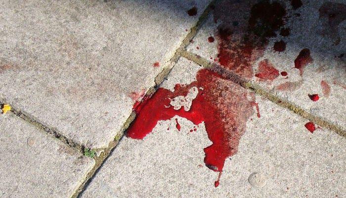 Φρίκη! 18χρονος έπεσε στο κενό από πολυκατοικία με ένα μαχαίρι καρφωμένο στο λαιμό