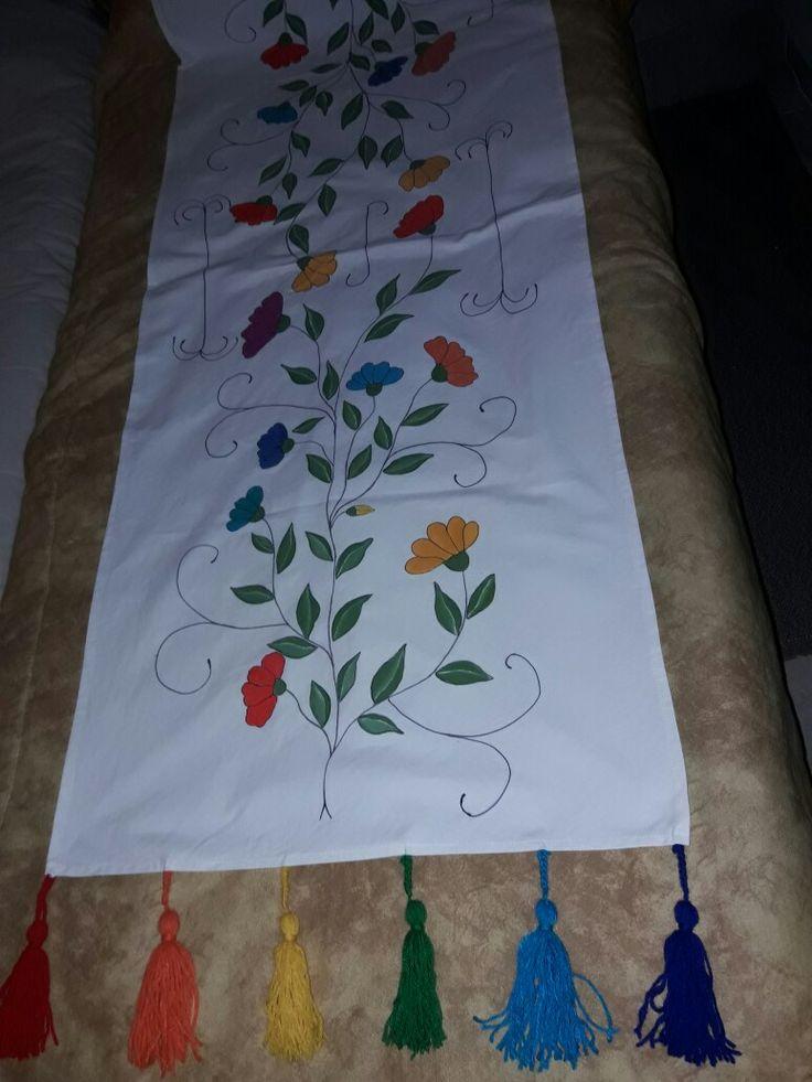 Pie de cama pintado a mano