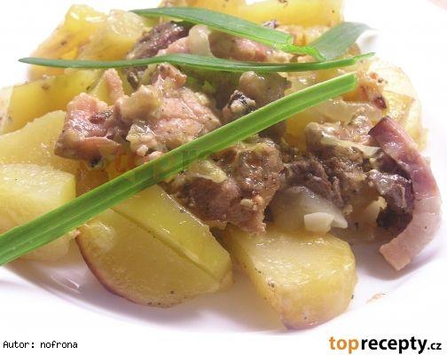 Králík se šlehačkou a bramborem
