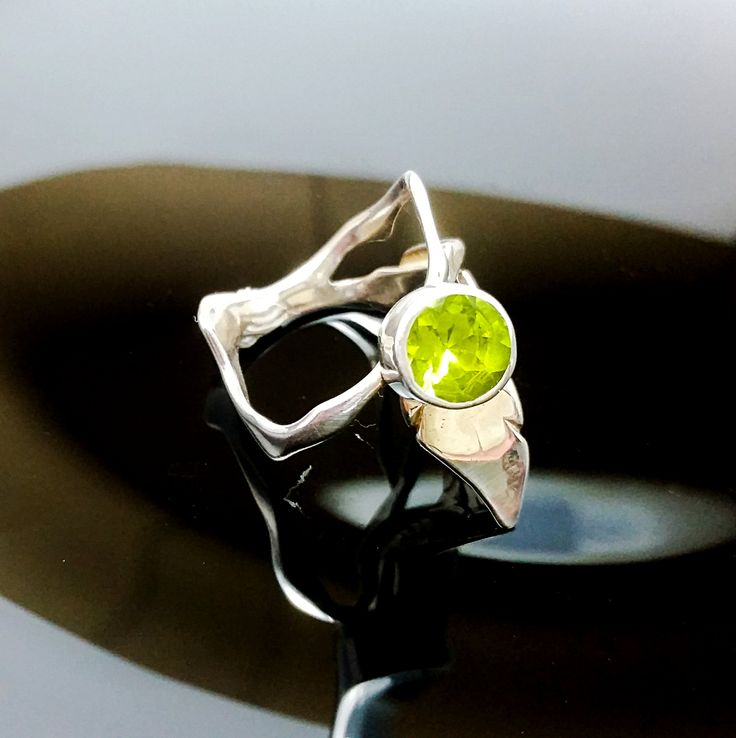 Sterling Silver Ring UNIQUE RING ,Nature Ring,Handmade Silver Ring,Nature Silver Jewelry, Peridot Ring de ALEXREDONDOJEWELS en Etsy