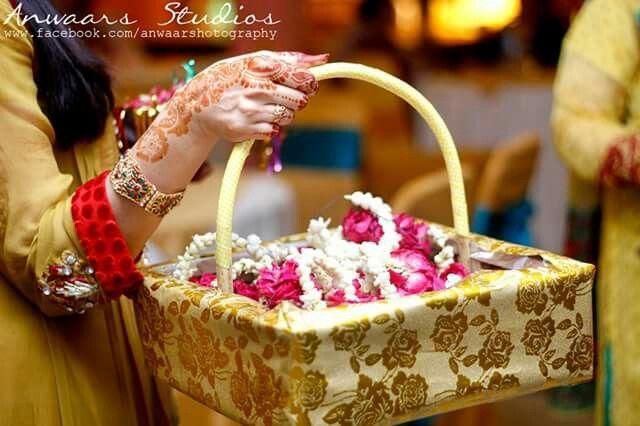 Mehndi Ceremony Guests : Gajra mehndi favour rasams pinterest