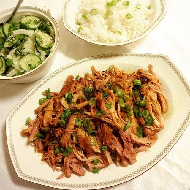 Svinekam her altså,med en vri! Nydelig smakfullt kjøtt, som faller fra hverandre når du ser på det ! Det er en utgave av Pulled Pork ...
