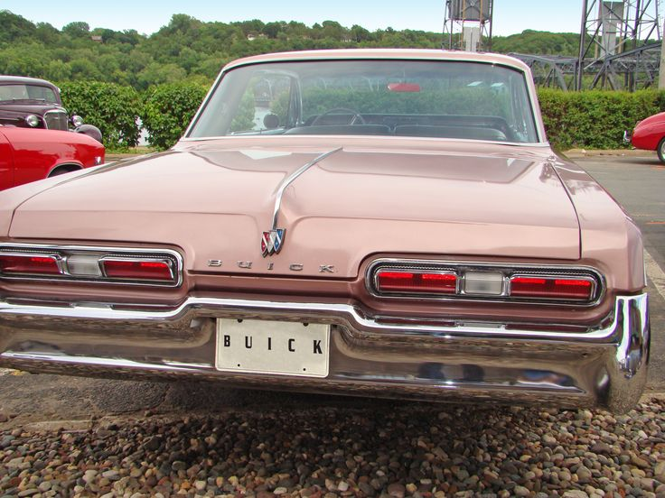 Buick Electra 225 rear view