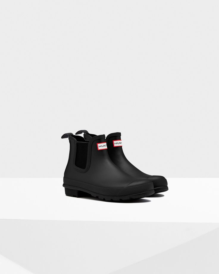 This handcrafted women's Chelsea boot is made from natural rubber, creating a waterproof design.