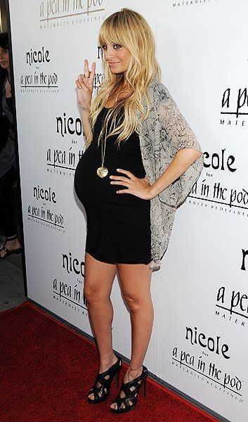 Nicole Richie is proof pregnant ladies can still be stylish! If I am ever pregnant, I hope I can look this fabulous.