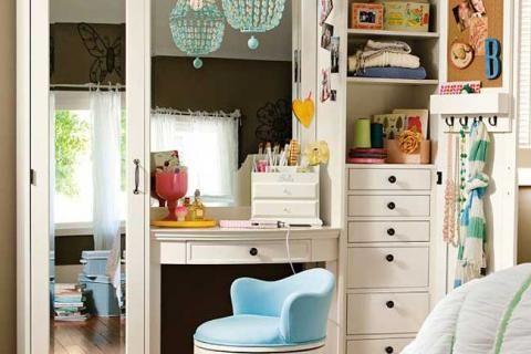 Туалетный столик и шкаф для девочки