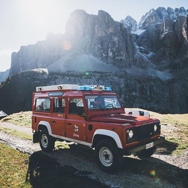 The fire brigade in the Dolomites has style. #defender