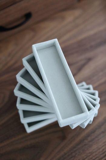 みなさんはアクセサリーをどのように収納していますか?ちょっぴりデリケートなアクセサリーなら、ベロア素材の箱にお片づけするのが◎
