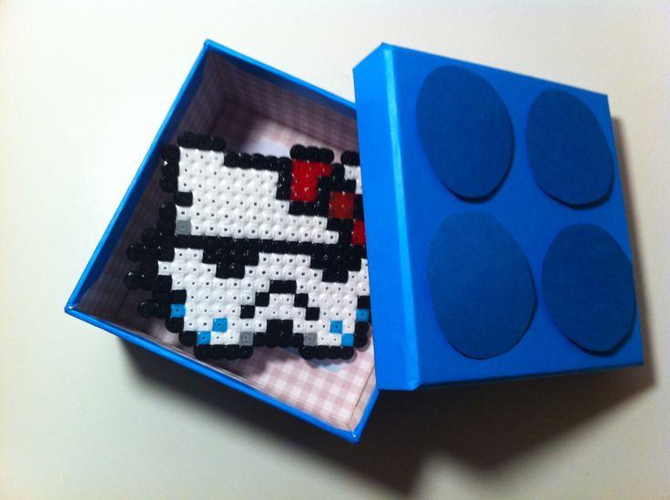 Storm tropper kitty - hecha en hama bead y con packaging de Lego #hellokitty #starwars
