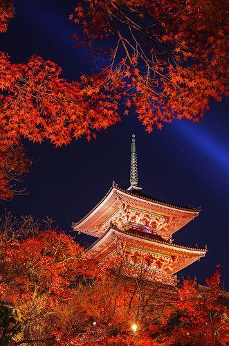 Kiyomizu-dera Temple, ancient three-story Japanese pagoda - ©Jaylie Wong www.flickr.com/photos/jayliewong/8261344710/