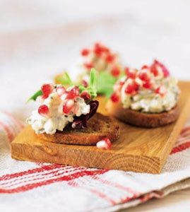 Crostini-tapas med ädelostmousse