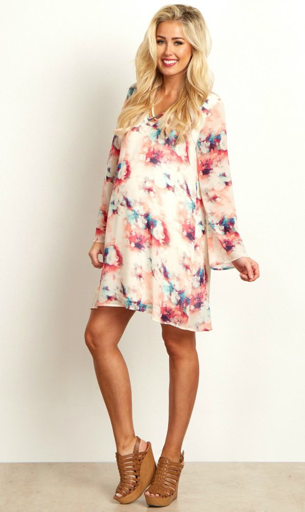 You can't go wrong in this chiffon maternity dress. A delicate chiffon material and a gorgeous abstract print are easy to dress up or down for any occasion. This flowy and lightweight material will easily accommodate a growing bump from week to week. Style it with your favorite pair of boots and a statement necklace for a complete look.