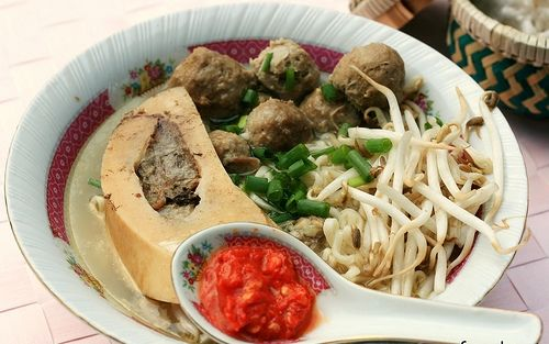 Other Sundanese dishes include mie kocok which is a beef and egg noodle soup