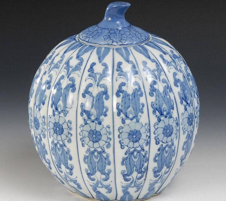 auctionguide: Vessel in a pumpkin shape. China, Qianlong marked, but probably first Half of the 20th Century, porcelain with underglaze blue decorationAuktionshaus Wendl,Autumn Auction, Oct 20th Rudostadt Germany,