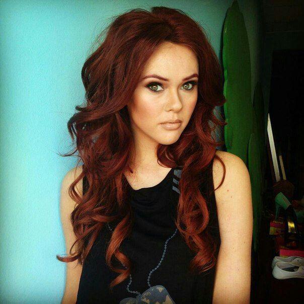 Red hair in loose waves. <3