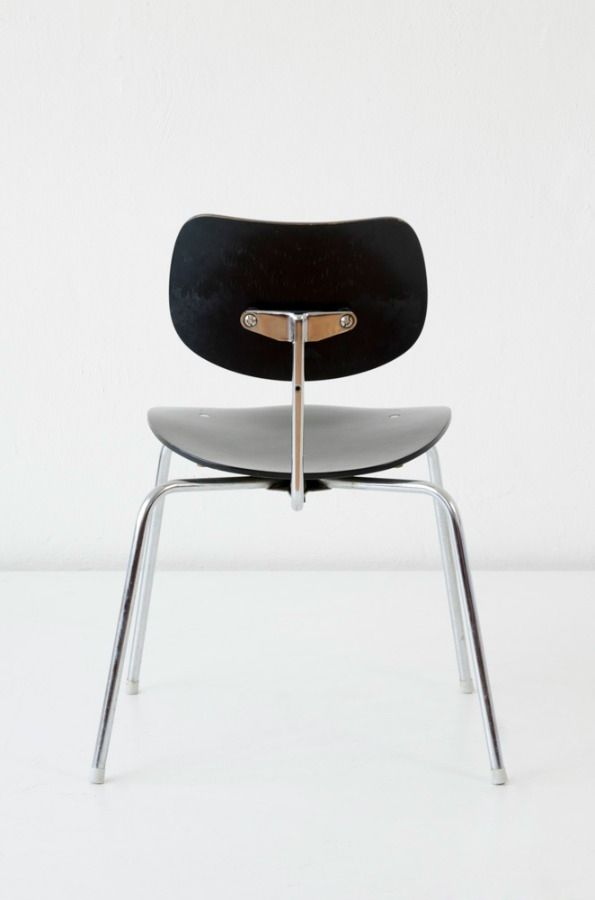 Stacking chair SE 68S, design Egon Eiermann, Wilde + Spieth 1960/70 available on CLASSIQS – www.classiqs.com