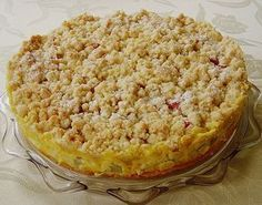 Rhubarb cake with vanilla cream and crumble   – Lecker Essen & Rezepte