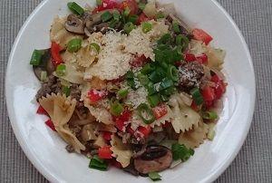 #Recept #overkruiden: macaroni met groentes, gehakt en geroosterde tomaatjes en een blanke saus
