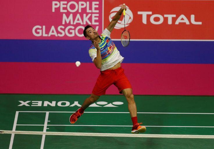 Lin Dan gagal buru gelaran juara dunia ke-6 apabila tewas kepada Viktor Axelsen   Pemain Denmark Viktor Axelsen memenuhi impiannya apabila menumbangkan pemain legenda Lin Dan dalam dua set untuk merangkul kejuaraan perseorangan lelaki di Kejohanan Badminton Dunia di Glasgow.  Pada usia 33 tahun Lin Dan memburu gelaran keenamnya tetapi hajatnya disekat dalam kekalahan 22-20 21-16 di tangan Axelsen yang 10 tahun lebih muda.  Axelsen adalah pemain Denmark ketiga merangkul kejuaraan perseorangan…