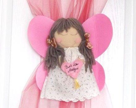 Hastane ve Bebek odasını süslemek için el yapımı maskot kız kapı süsü.