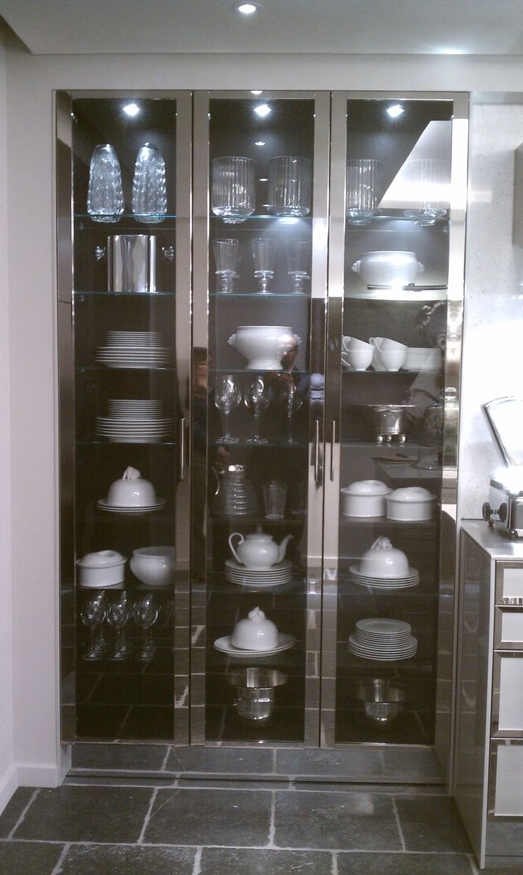 Siematic stainless steel cabinet>>a wall of these would be fantastic for housing dishware & glassware!