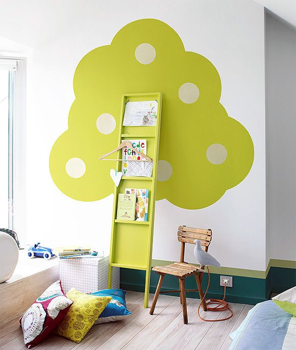 DIY Bookshelf Tree // via 101 woonideeen