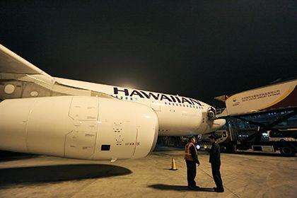 Самолет в США экстренно сел из-за отказавшегося платить за одеяло пассажира http://mnogomerie.ru/2017/03/09/samolet-v-ssha-ekstrenno-sel-iz-za-otkazavshegosia-platit-za-odeialo-passajira/  Самолет американской авиакомпании Hawaiian Airlines совершил экстренную посадку из-за пассажира, отказавшегося платить за одеяло. Об этом сообщает агентство Associated Press. Инцидент произошел 8 марта во время рейса из Лас-Вегаса (штат Невада) в Гонолулу (штат Гавайи). 66-летний пассажир попросил одеяло…