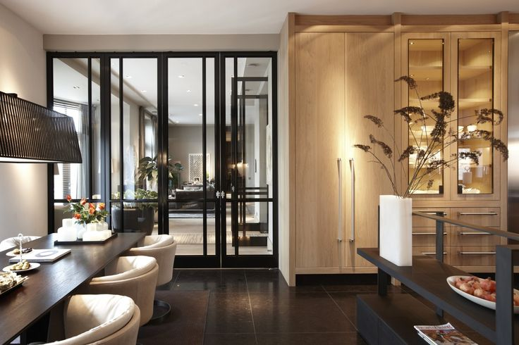 Eetkamer met deuren van Bod'or - Design by Marcel Wolterinck - Residential - Deuren: Le Cadre