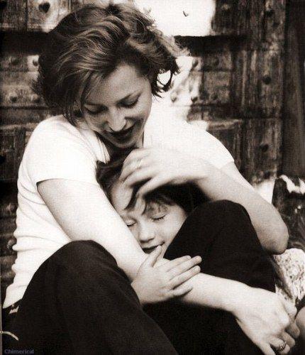 Gillian Anderson, Mom