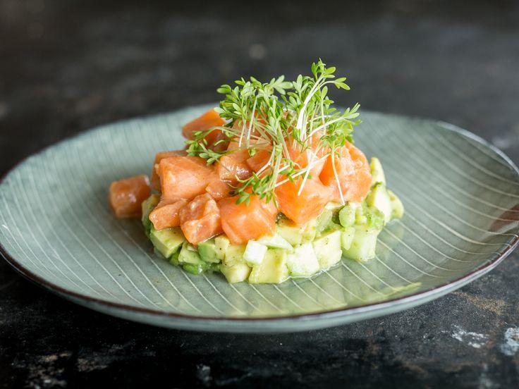 Lachs-Ceviche mit Avocado-Salat