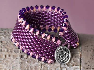 http://www.artbeads.com/dragon-lady-miniduo-bead-weaving-bracelet.html?utm_source=emn