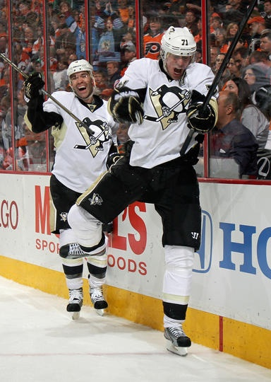Malkin celebrating his goal against the Flyers