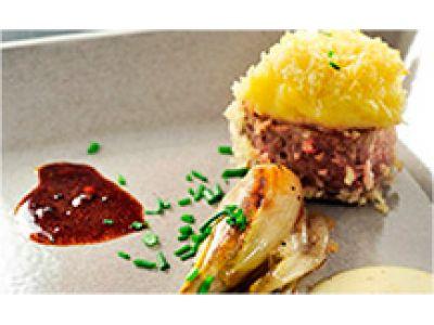 Iberico-varken met een korst van aardappel en Noord-Hollandse Gouda gecreëerd door Christer Elfving