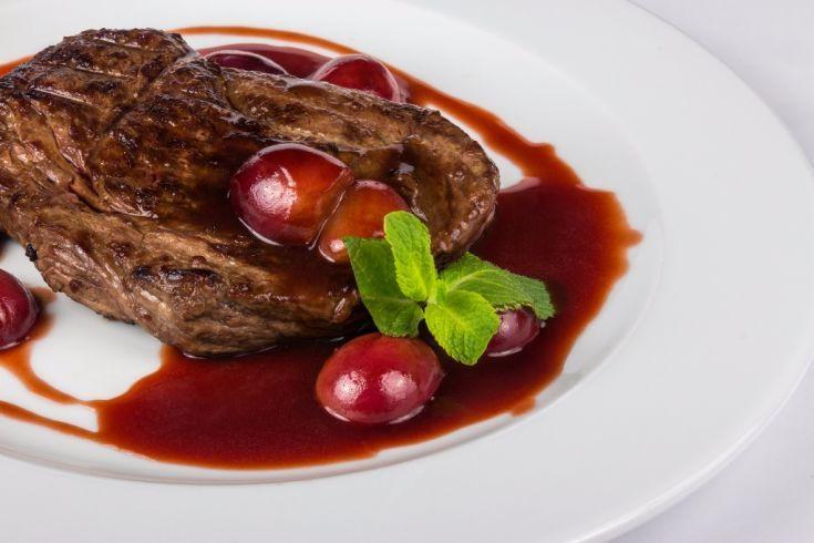 Hovädzí steak so slivkovou omáčkou