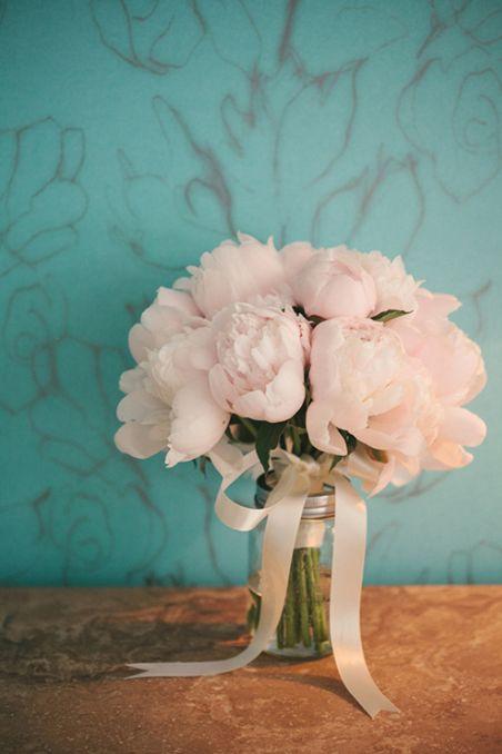 A simple yet elegant, bridal bouquet.