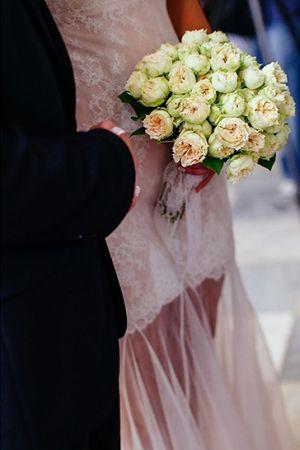 νυφικη-ανθοδεσμη-ασπρα-λουλουδια