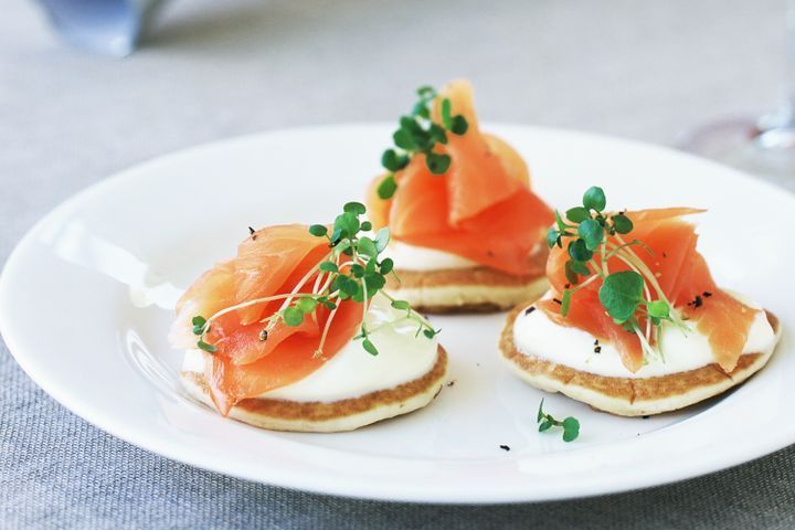 Mini pikelets with smoked salmon and creme fraiche