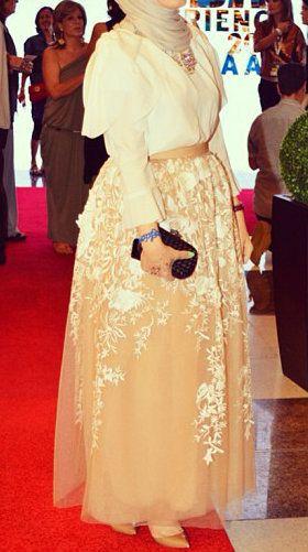 "Hijab Soiree Style - ""Razan Alazzouni"" Skirt."