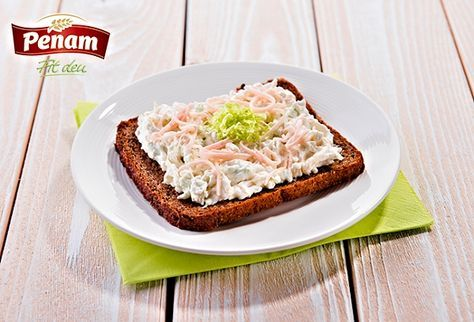 Kedlubnovo-pórková pomazánka na celozrnném žitném chlebu