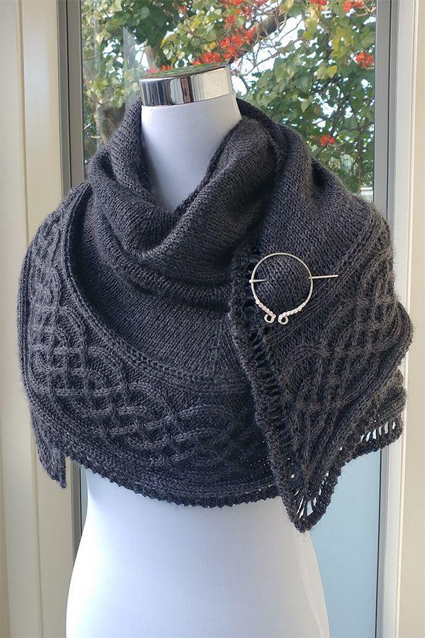Free Knitting Pattern für Celtic Myths Shawl – Halbrundschal mit einer schönen