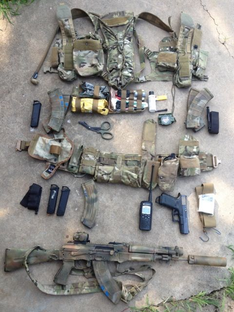 """(t) mudderjumper: """"manlythings: """"Very nicely laid out preparedness/match load out. """" manlythings what is that hydration pack and how did you integrate it into the split minus?"""""""